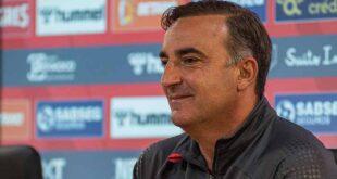 """Carlos Carvalhal afirma que o SC Braga vai encarar o FC Porto """"olhos nos olhos"""""""