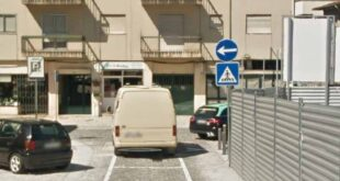 Braga: Condutores desrespeitam sinal de trânsito na Rua da Praça do Comércio