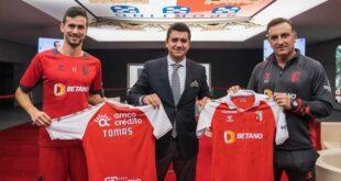 SC Braga oferece camisola autografada para ajudar Tomás