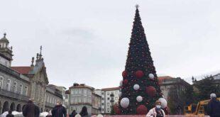 Árvore de Natal em Braga está quase finalizada